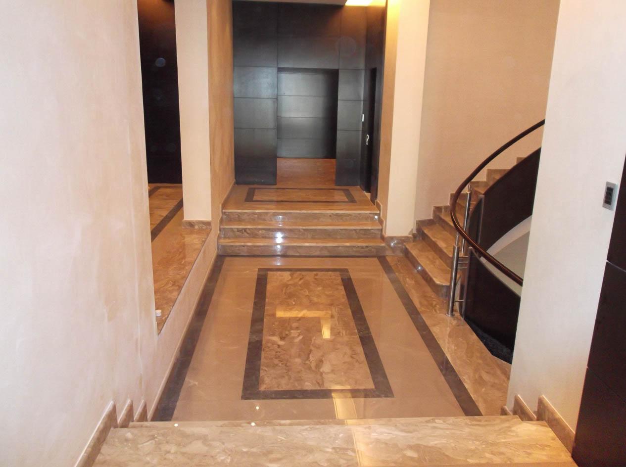 Καρναζέικο Λυγουριό σκούρο δάπεδο σκάλα